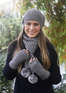 Cable Scarf / Rabbit Fur Pompoms LOTHLORIAN/9873