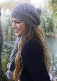 Relaxed Cable Beanie / Rabbit Fur Pompoms LOTHLORIAN/9872