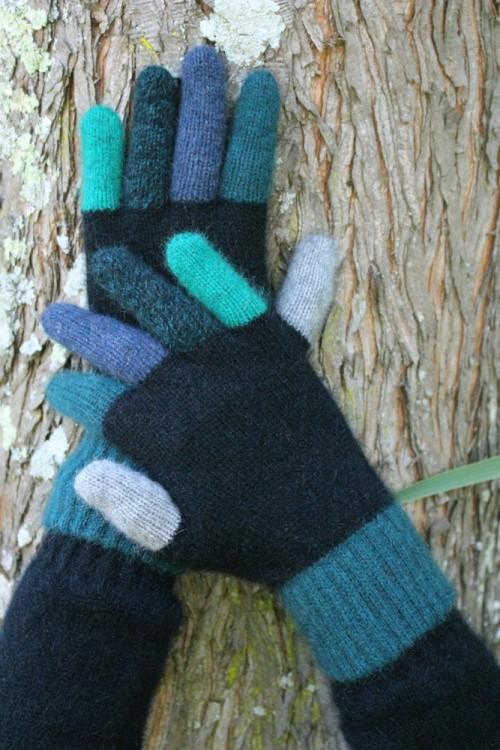 Tempo Gloves in NZ Possum Merino LOTHLORIAN/9712